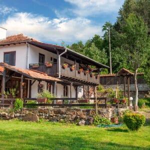 """Къща за гости """"Двете Реки"""", село Мийковци - релакс в Еленския балкан"""